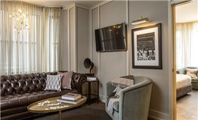 The Evelyn Hotel - Living Room of Executive Suite
